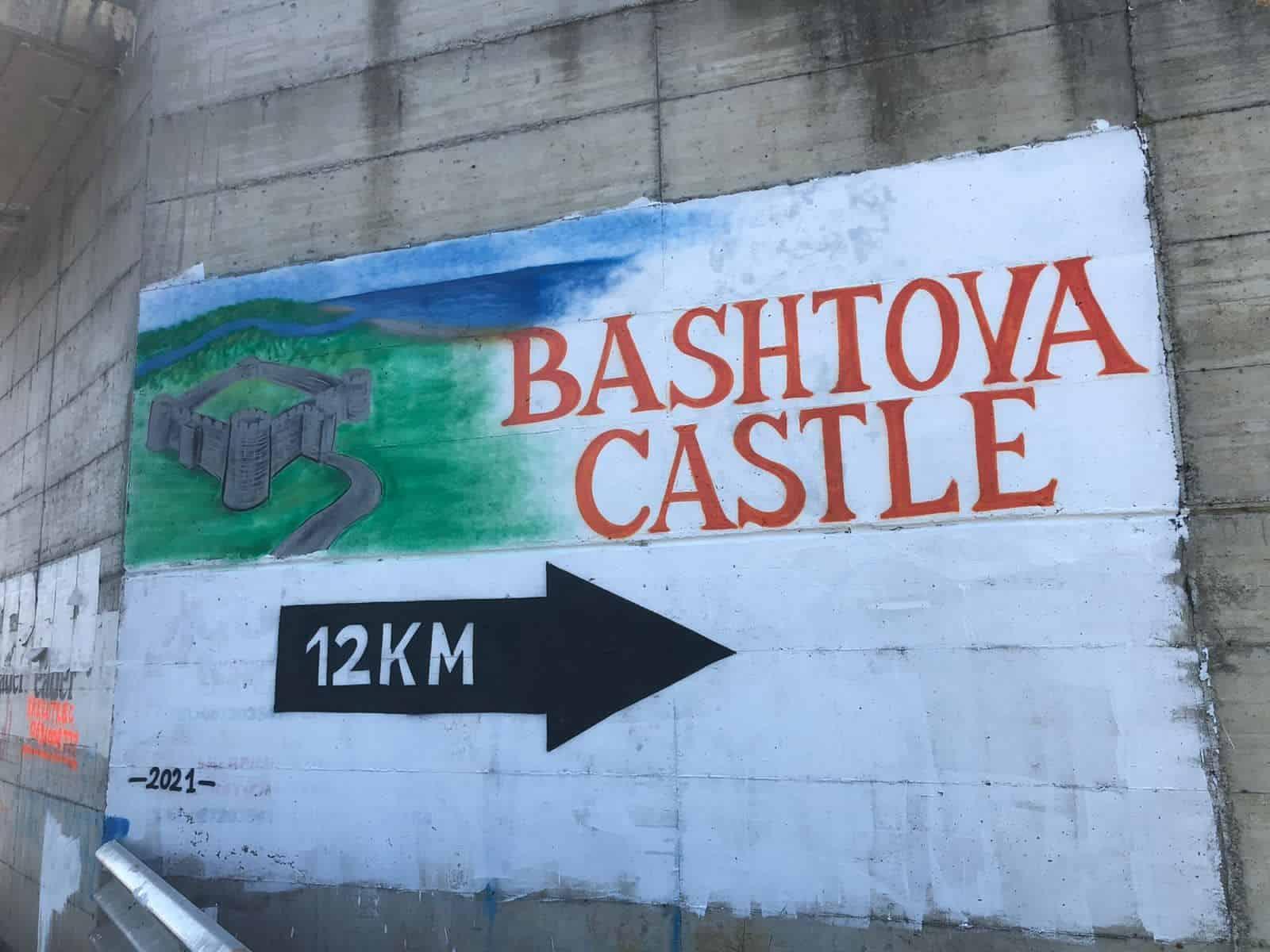 Nuk e bëjnë institucionet, të rinjtë të orientojnë me një murale për te Kalaja e Bashtovës